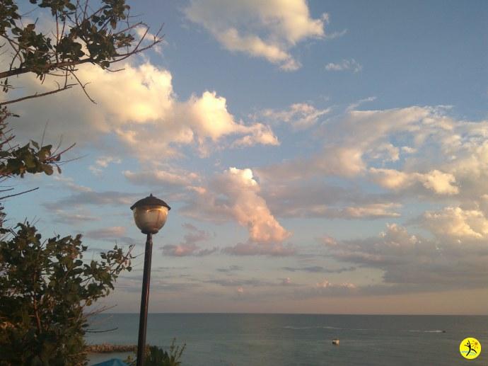 Розовые облака на закате