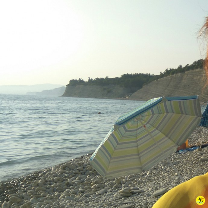 Зонт на пляже 2018