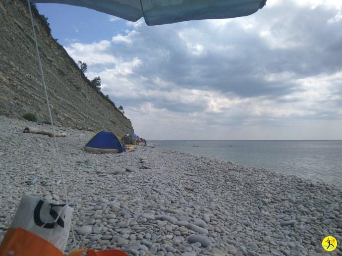Немного облачно над пляжем